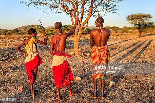 Guerriers de la tribu africaine de Samburu, le centre du Kenya, Afrique de l'est