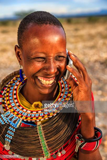 african woman from samburu tribe using mobile phone, kenya, africa - east african tribe stock pictures, royalty-free photos & images