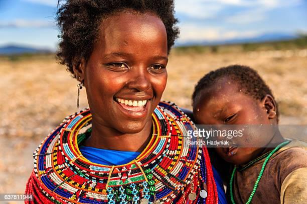 african woman hugging her baby, kenya, east africa - africano nativo fotografías e imágenes de stock