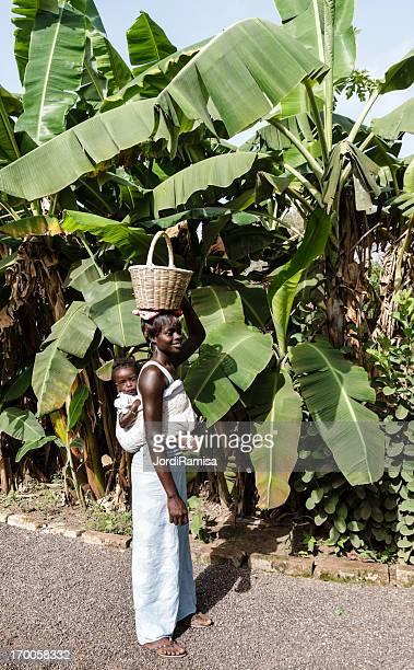 mujer africana - senegal fotografías e imágenes de stock