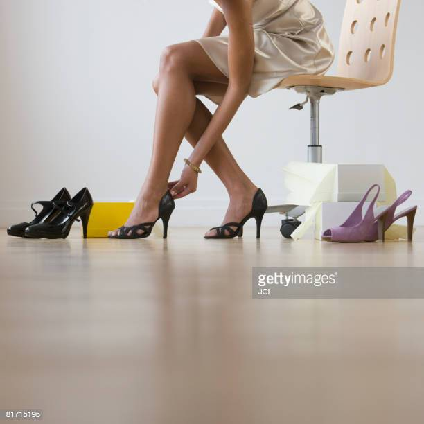 african woman trying on shoes - women trying on shoes stock pictures, royalty-free photos & images