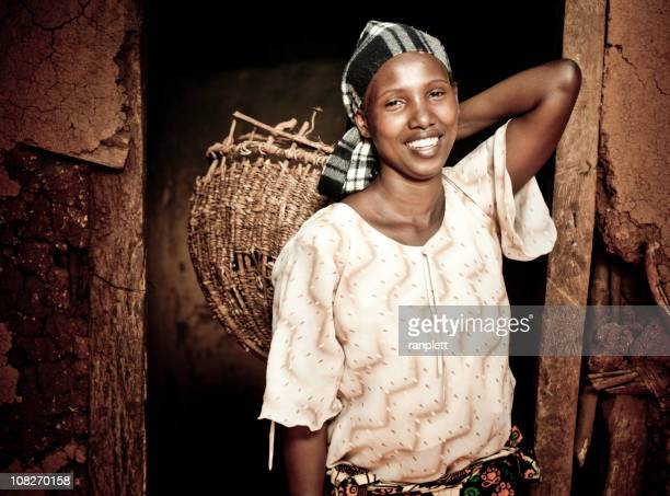 Afrikanische Frau mit einem Korb