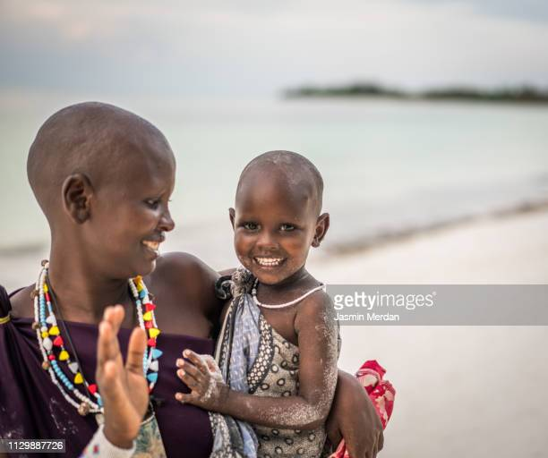 african woman with her baby girl on beach - native african girls stock pictures, royalty-free photos & images