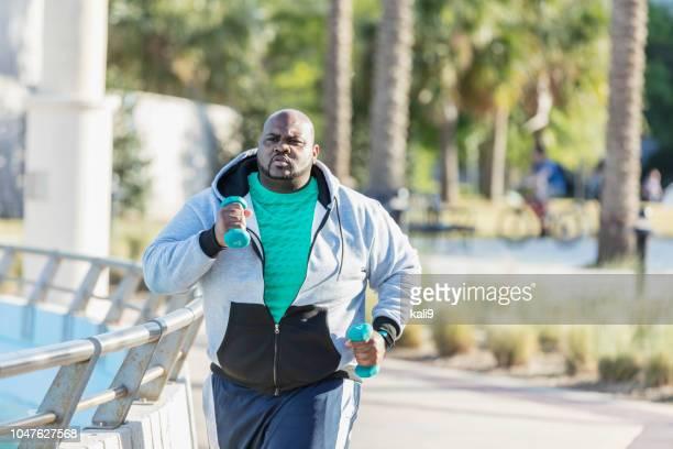 hombre afroamericano de jogging o poder caminar - modelos gorditas fotografías e imágenes de stock