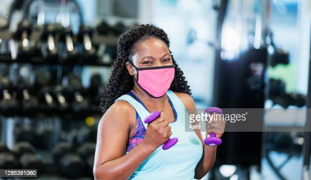 african-american woman at the gym, wearing face mask - gym stock pictures, royalty-free photos & images