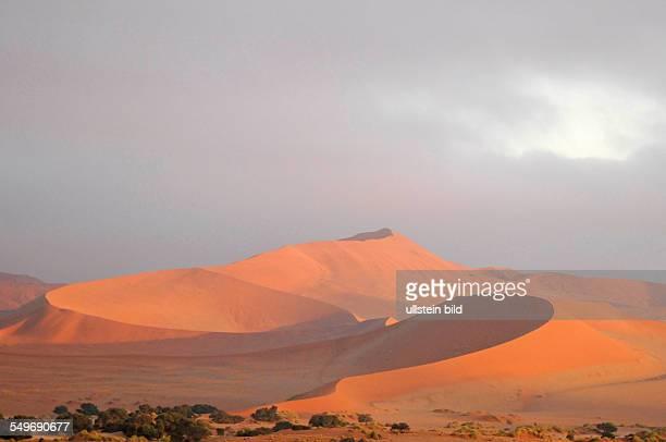 Afrika Namibia Naukluft Nationalpark Wüstenlandschaft bei Sonne