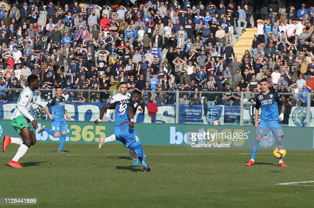 Afriye Acquah of Empoli FC scores a goal during the Serie A match between Empoli and US Sassuolo at Stadio Carlo Castellani on February 17 2019 in...