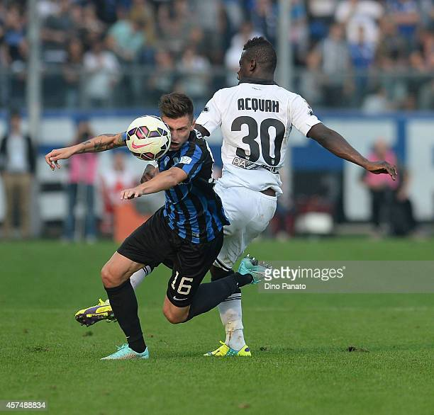Afriyie Acquah of Parma competes with Daniele Baselli of Atalanta during the Serie A match between Atalanta BC and Parma FC at Stadio Atleti Azzurri...