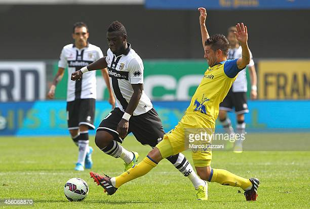 Afriyie Acquah of Parma FC is challenged by Mariano Izco of AC Chievo Verona during the Serie A match between AC Chievo Verona and Parma FC at Stadio...