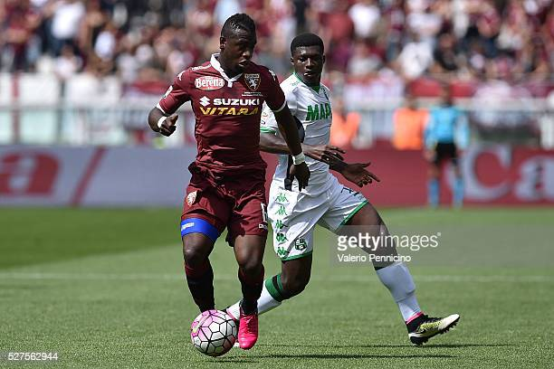Afriyie Acquah of Torino FC in action against Alfred Duncan of US Sassuolo Calcio during the Serie A match between Torino FC and US Sassuolo Calcio...