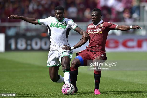 Afriyie Acquah of Torino FC is challenged by Alfred Duncan of US Sassuolo Calcio during the Serie A match between Torino FC and US Sassuolo Calcio at...