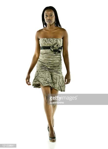 Modèle Afro-américaine dans un défilé de mode