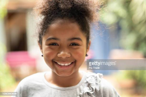 retrato sorridente criança afro - sorriso aberto - fotografias e filmes do acervo