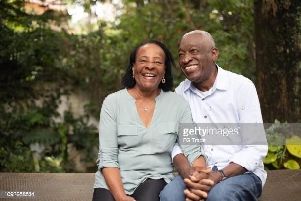 retrato de junto senior ativo hispânico afro - cheerful - fotografias e filmes do acervo