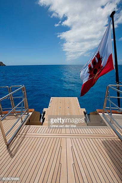 aft deck of mega yacht in tropical waters. - poupe photos et images de collection