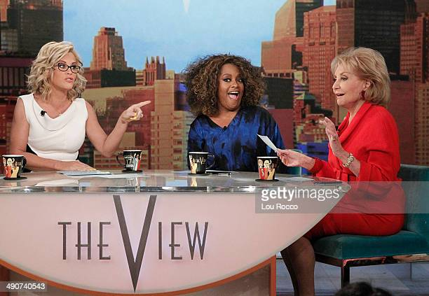 After 17 incredible seasons and 10 different female panelists Barbara Walters says farewell to live daily television with her final cohost appearance...