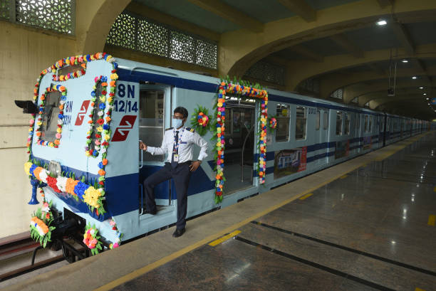 IND: Kolkata Bids Adieu To Last Non-AC Coaches Of Metro Rail After 37 Years Of Service