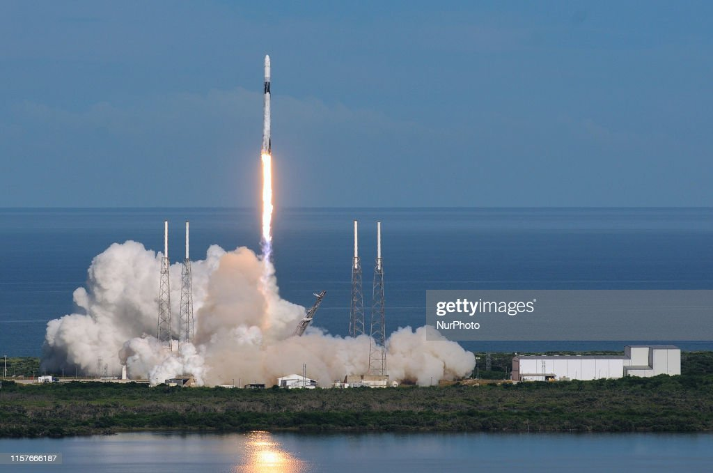 SpaceX Launches Cargo Mission To Space Station : ニュース写真