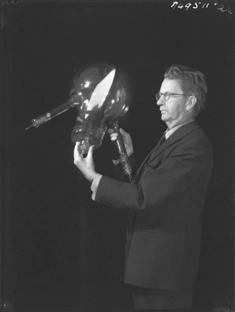 Álbum de fotografias de 90 years ago john logie baird presented the