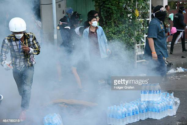 CONTENT] After beeing attacked by protesters the riot police fired tear gas canisters at the demonstratorsd
