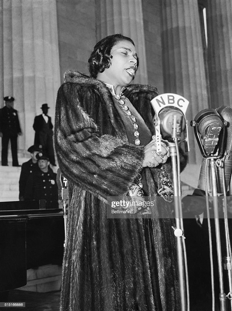 DC: 9th April 1939 - Marian Anderson Performs at the Lincoln Memorial for 75,000 People