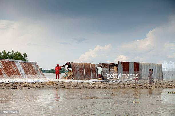 GAIDANDHA DHAKA BANGLADESH After being washed out and having lost their houses by the floodwater people take shelter on a water dam at Fulchori...