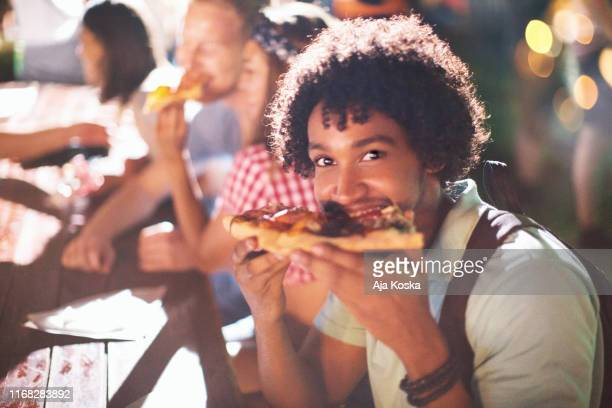 nach party-essen zeit. - one night stand stock-fotos und bilder