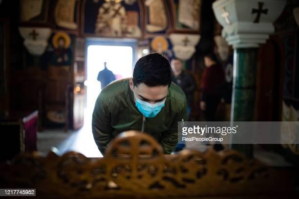 after praying he feels so much better- coronavirus - igreja imagens e fotografias de stock