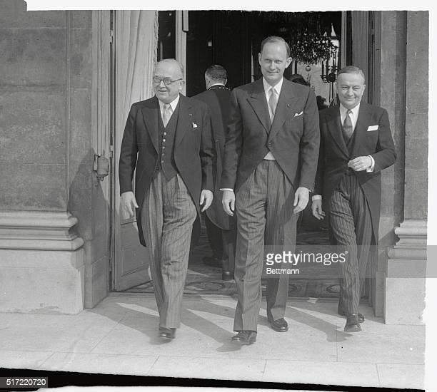 After presenting his credentials new American ambassador to France C Douglas Dillon is flanked by French President C Douglas Auriol and French...