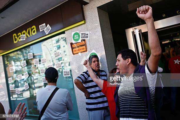 After Rafael's eviction was stopped La Pah went to a Bankia office in Getafe in order to negotiate for a social rent for him after negotiatons Rafael...