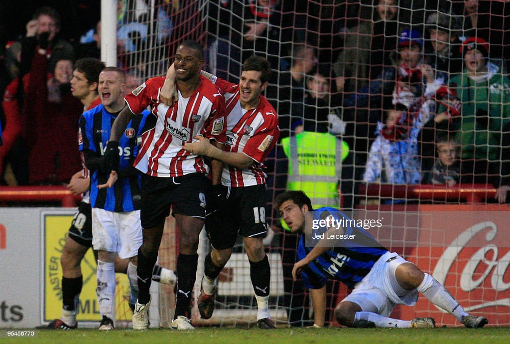 Charlton Athletic v Brentford : News Photo