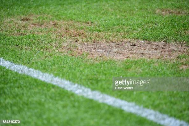 After ten days of the InterCeltique Festival in the city the pitch is in a very poor state for the Ligue 2 match between FC Lorient and Chateauroux...