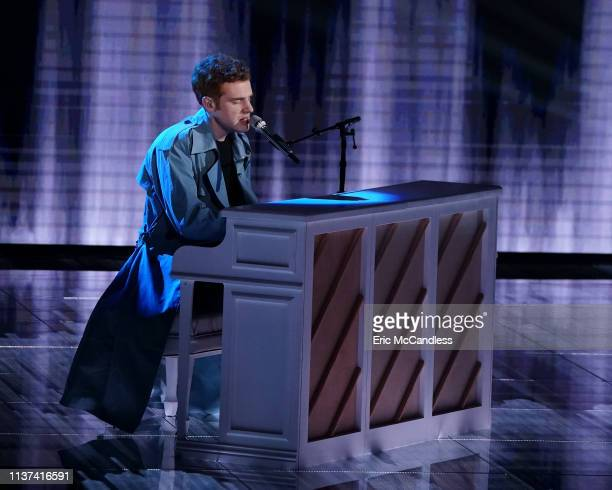 IDOL 212 After the American Idol Top 20 tackled solo and celebrity duet performances the judges narrowed down the field revealing the Top 14...