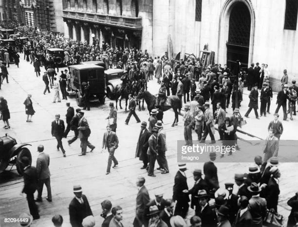 After the 'Black Thursday' at the stockmarket of New York the mounted police put the excited assemblage in motion New York USA Photograph 2nd...
