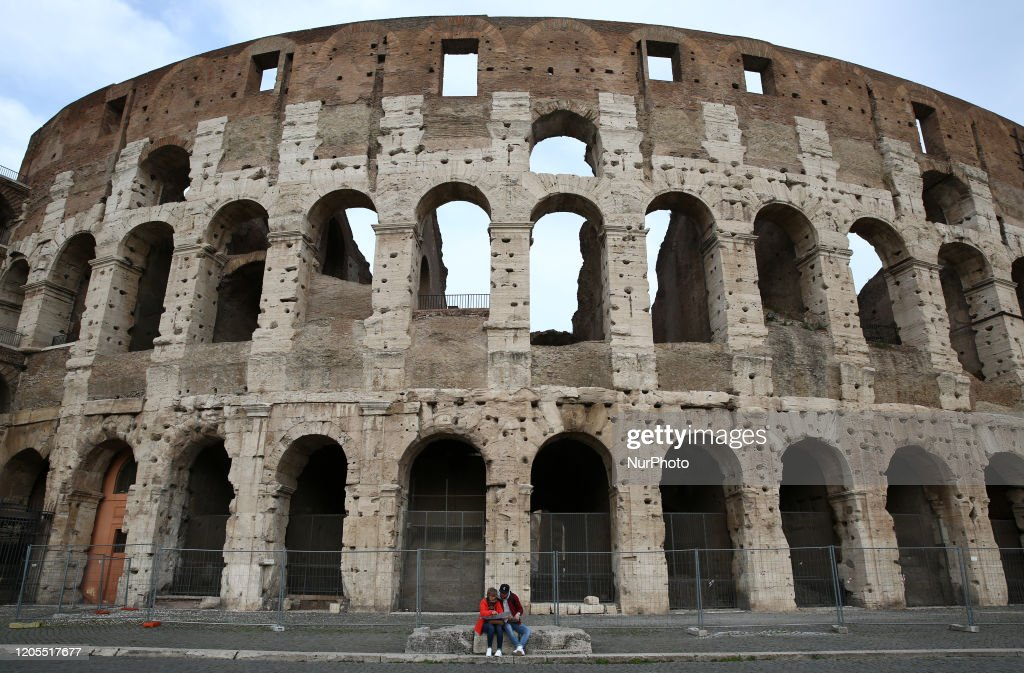 Coronavirus emergency - tourists in Rome : News Photo