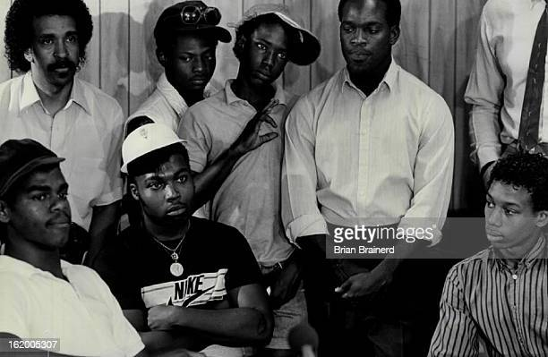 JUN 28 1986 JUN 29 1986 After tow hours of closeddoor talks gang representatives wait to make an announcement to the press The Crips BCs and OGS...