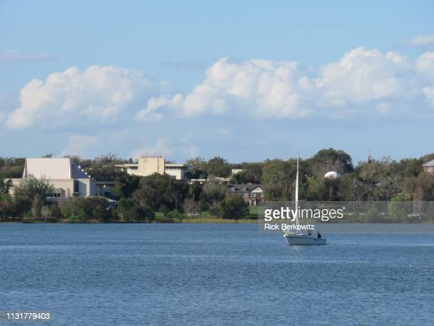 afternoon sail on a lake - lakeland florida stock pictures, royalty-free photos & images