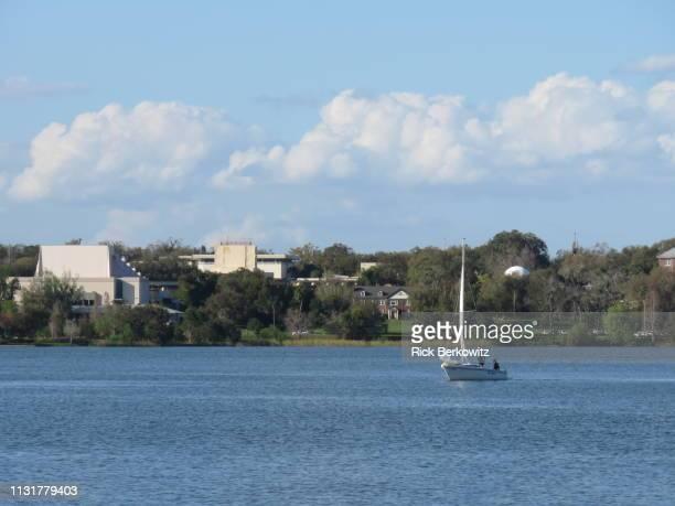 afternoon sail on a lake - レイクランド ストックフォトと画像