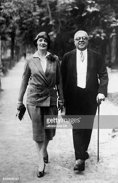 Aga Khan III*02111877geistiges Oberhaupt der Sekte der Ismaeliten in Indien mit seiner 1 Frau Andrée Joséphine Carron 1932