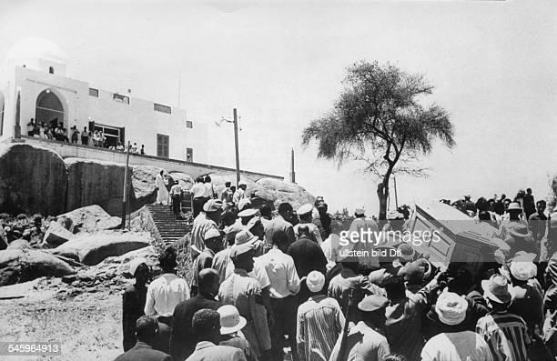 Aga Khan III*02111877geistiges Oberhaupt der Sekte der Ismaeliten in IndienAga Khan III bei Assuan beigesetztDer einbalsamierte Leichnam wurde...