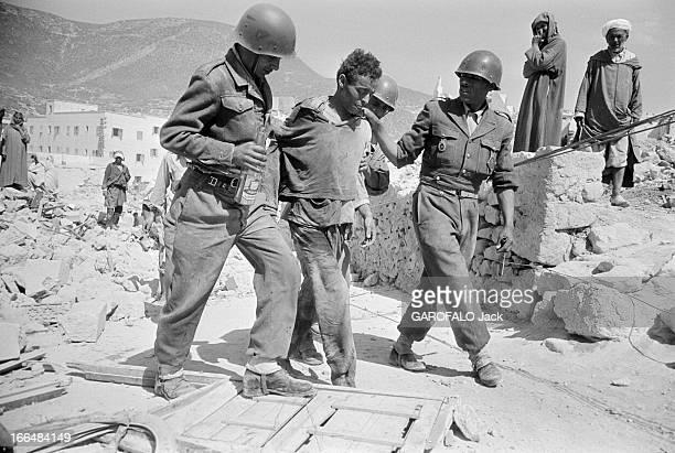 Agadir Earthquake Maroc Agadir mars 1960 La ville a été partiellement détruite par un tremblement de terre le 29 février 1960 Ici des militaires en...