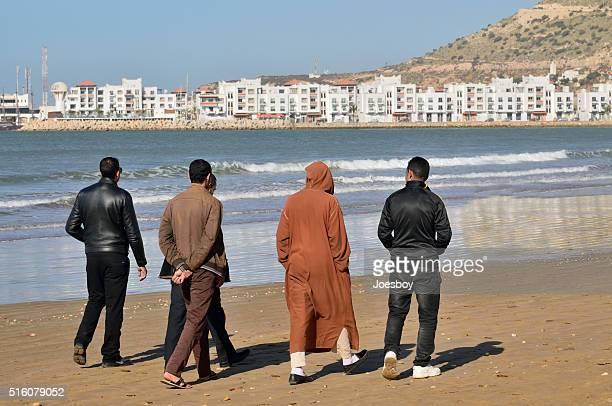 Agadir Touristen zu Fuß am Strand