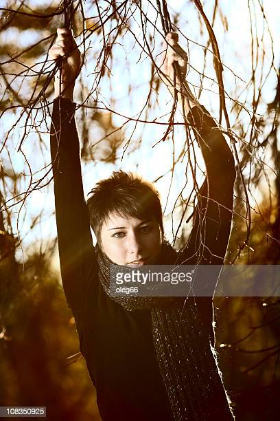 age 20-25 women often in the autumn forest - この撮影のクリップをもっと見る 2025 stock pictures, royalty-free photos & images