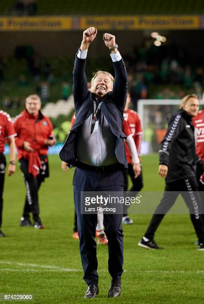 Age Hareide head coach of Denmark celebrates with his players after the FIFA 2018 World Cup Qualifier PlayOff Second Leg match between Republic of...