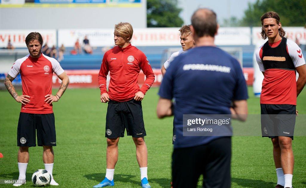 Age Hareide, head coach of Denmark speaks to Lasse Schone, Kasper Dolberg, Viktor Fischer and Jannik Vestergaard during the Denmark training session Helsingor Stadion on May 28, 2018 in Helsingor, Denmark.