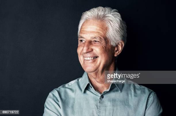 idade não tem efeito sobre sua felicidade - só um homem idoso - fotografias e filmes do acervo