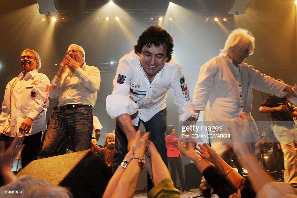Age Tendre Et Têtes De Bois '(Tender Age, Wooden Heads), The Tour 2008 Of The Idols: Premiere Date In Province In Nancy, France On April 22, 2008. : Photo d'actualité