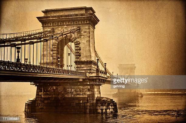 envelhecido ponte das correntes, budapeste - ponte széchenyi lánchíd - fotografias e filmes do acervo