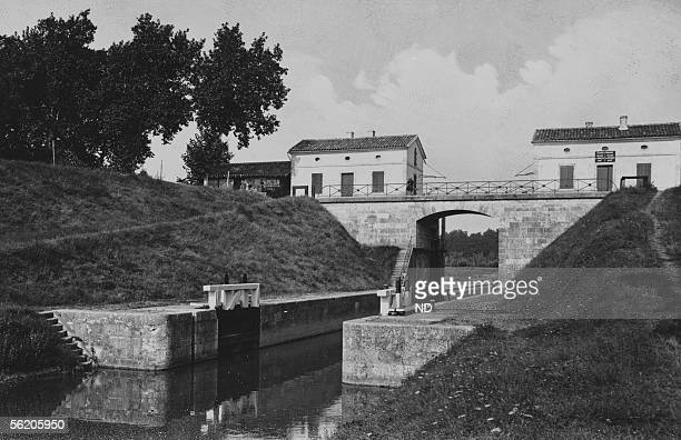 Agen . The lock of the passage of Agen on the lateral canal to the Garonne. About 1910.