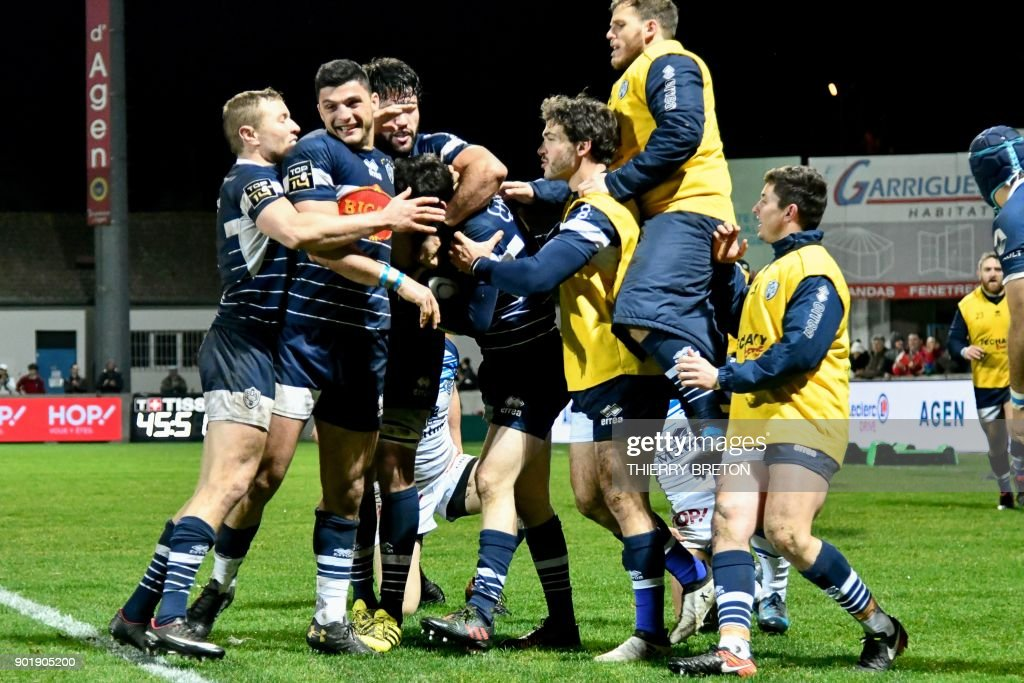 Agen's player Mathieu Lamoulie celebrate his try during the French Top 14 rugby union match between SU Agen and Castres on January 6, 2018 at the Armandie Stadium in Agen, southwestern France. /